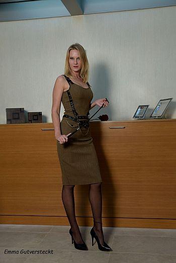domina erzieht sklaven klinik sex